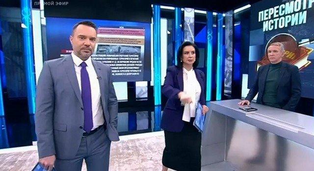 """Екатерина Стриженова  упала во время прямого эфира программы """"Время покажет"""""""