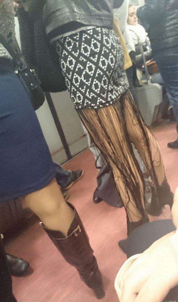 девушка в юбке