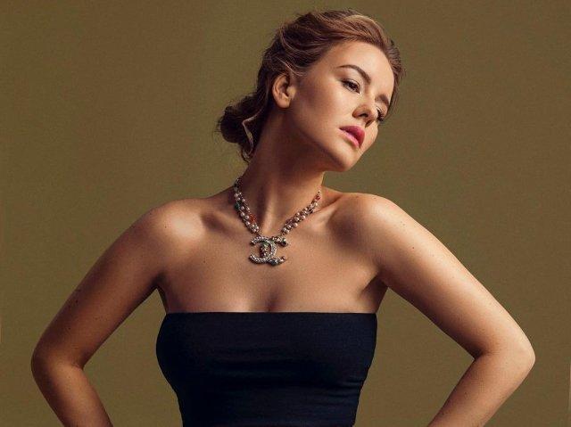 Ирина Старшенбаум в черном топе