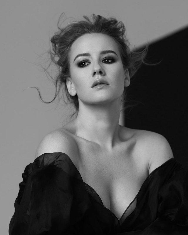Ирина Старшенбаум в черном платье