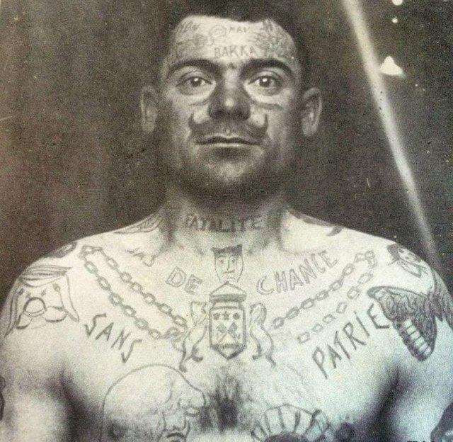 Заключенный французской тюрьмы, 1900-е. Усы татуировались в знак протеста против администрации.