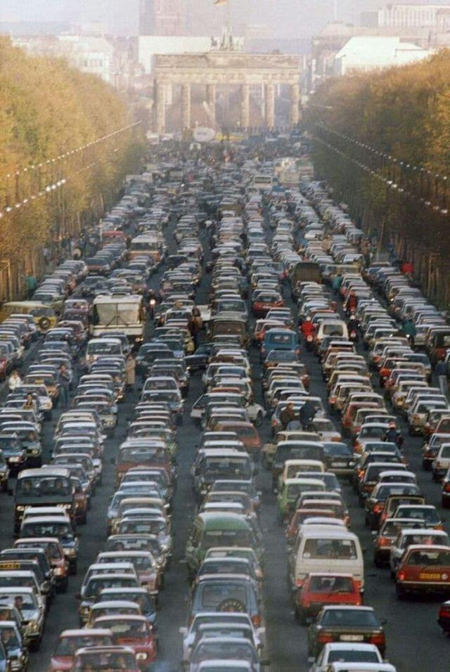 Пробка в Берлине: немцы из восточной части города