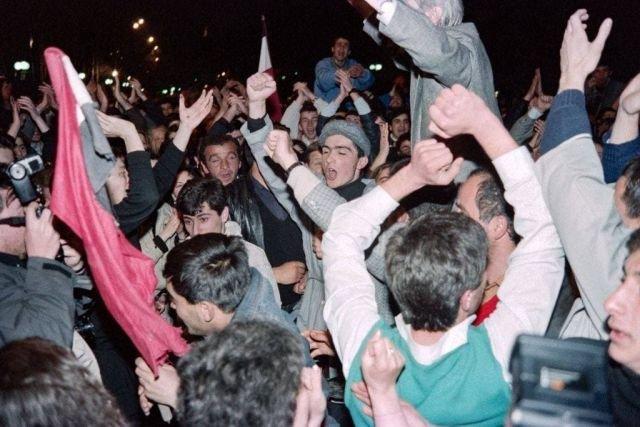 Грузины празднуют провозглашение независимости, 9 апреля 1991 г.