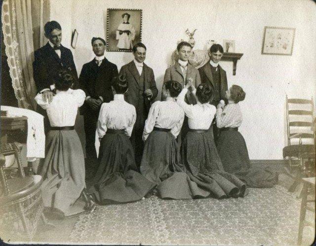 Этикет столетней давности. Дамы приглашают кавалеров на Белый танец, 1900 год