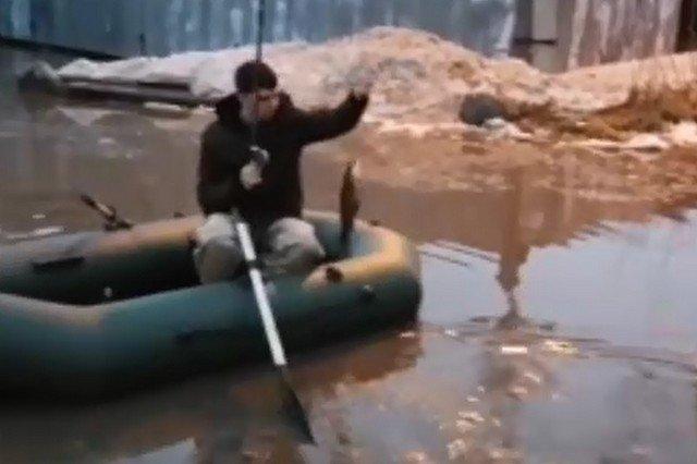"""Российские города """"ушли под воду"""" из-за таящего снега"""