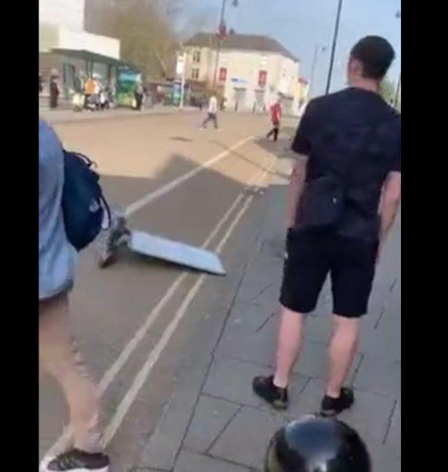 Эффектный нокаут в уличной драке