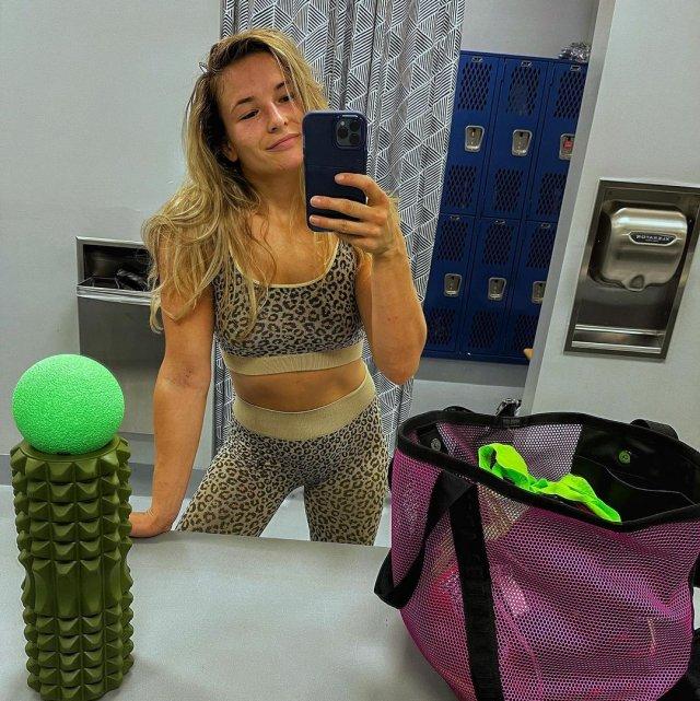 Украинская девушка-боец UFC Марина Мороз в леопардовой кофте