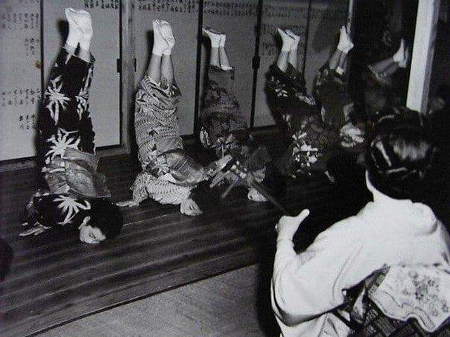 В школе гейш, 1951 год.
