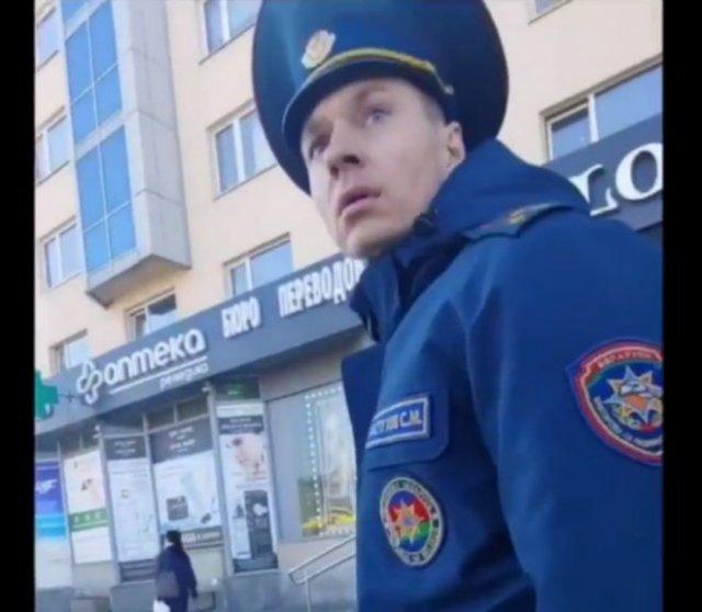 Белорусский сотрудник МЧС отказывает в помощи из-за совещания