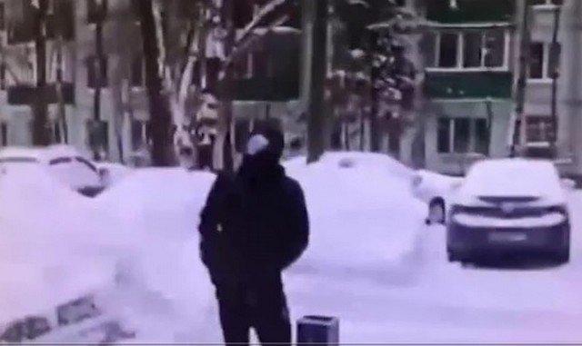 Пенсионерка из Москвы сбросила с балкона мошенникам миллион рублей