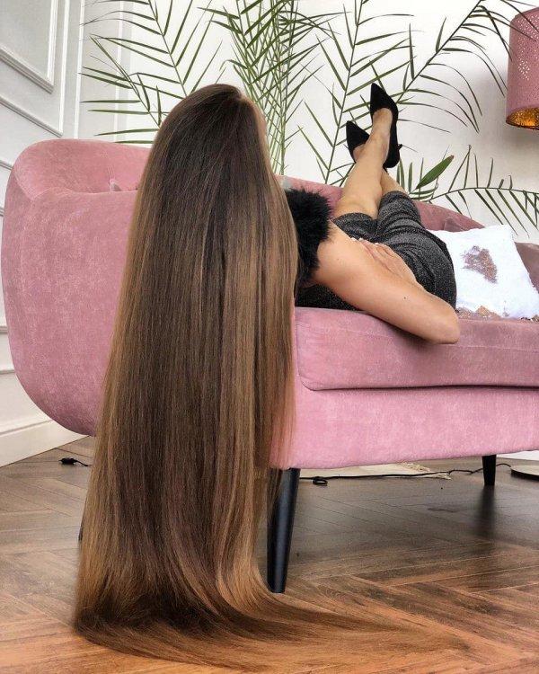 Татьяна Гордикова на диване