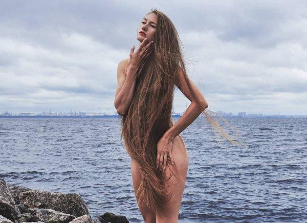 Татьяна Гордикова прикрывается волосами