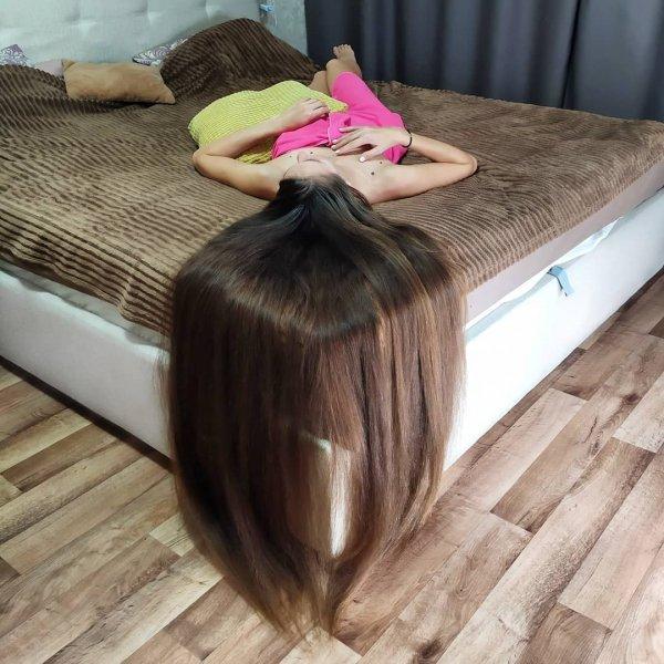 Татьяна Гордикова на кровати