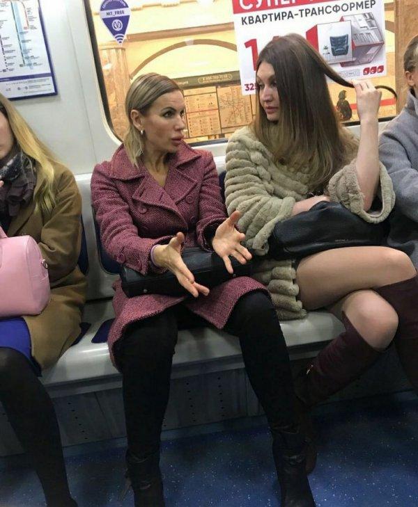 женщины с надутыми губами
