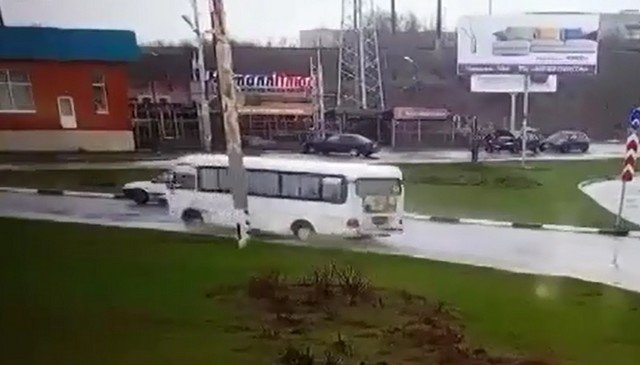 Неадекватный водитель из Таганрога, который устроил два ДТП