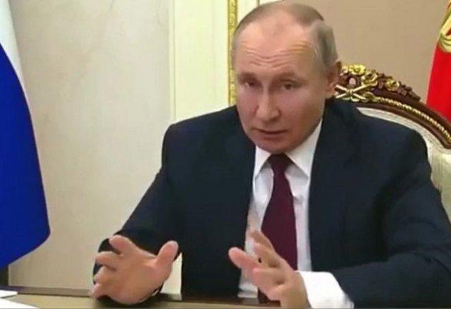 Владимир Путин подписал закон, который позволит ему остаться еще на два срока