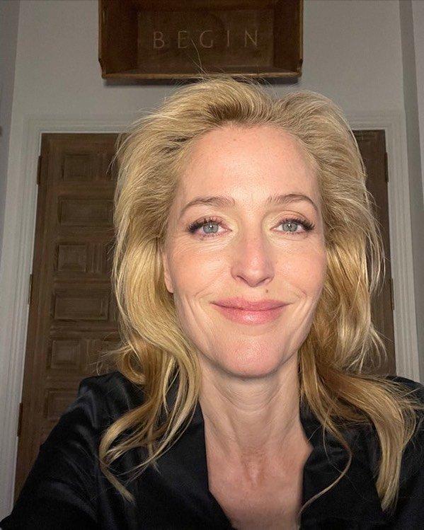 """Джиллиан Андерсон, звезда сериала """"Секретные материалы"""" лицом без макияжа"""