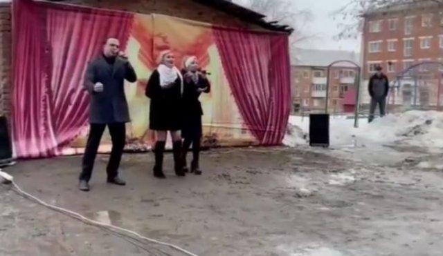 Депутат Госдумы выступил с песней Шатунова перед пенсионерами