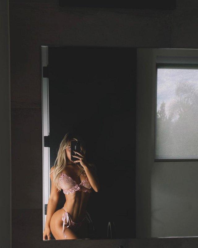 Стефани Гурзански - бывшая девушка миллионера Стивена Клобека в розовом нижнем белье