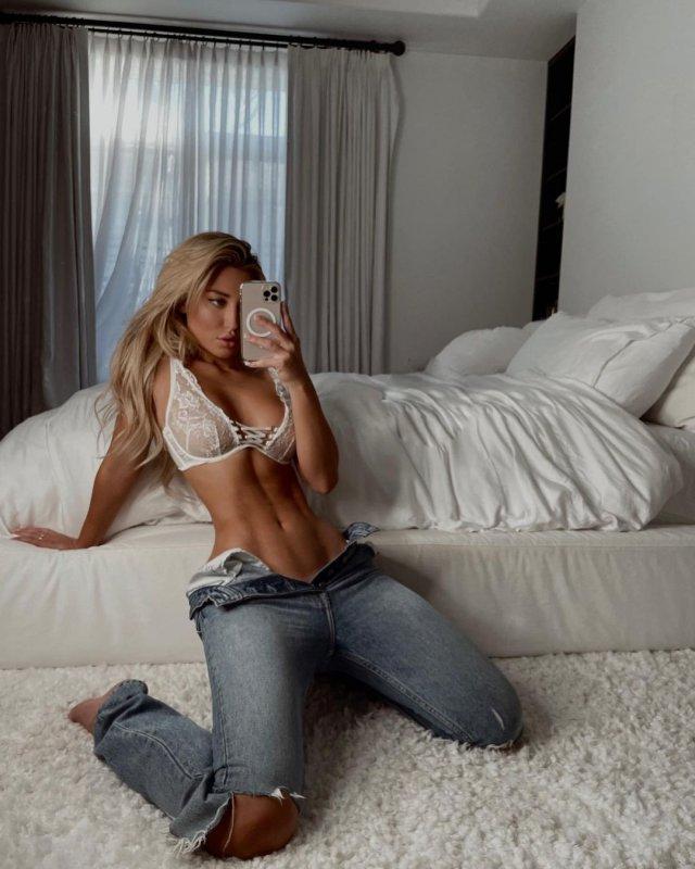 Стефани Гурзански - бывшая девушка миллионера Стивена Клобека в белом лифчике