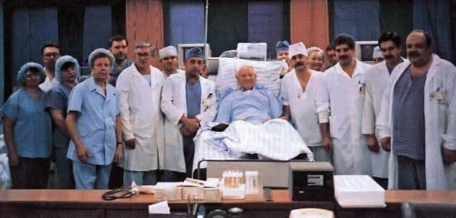 Борис Ельцин в больнице с бригадой врачей-кардиологов