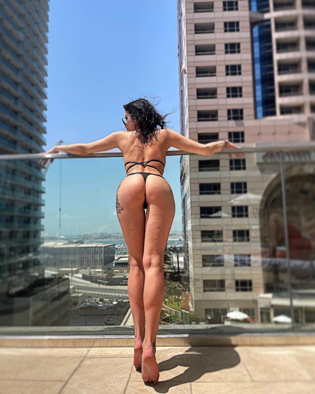 Яна Грабощук - киевлянка, оказавшаяся участницей «голой» фотосессии в Дубае в черном купальнике