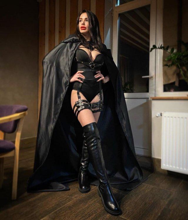 Яна Грабощук - киевлянка, оказавшаяся участницей «голой» фотосессии в Дубае в черном одеянии