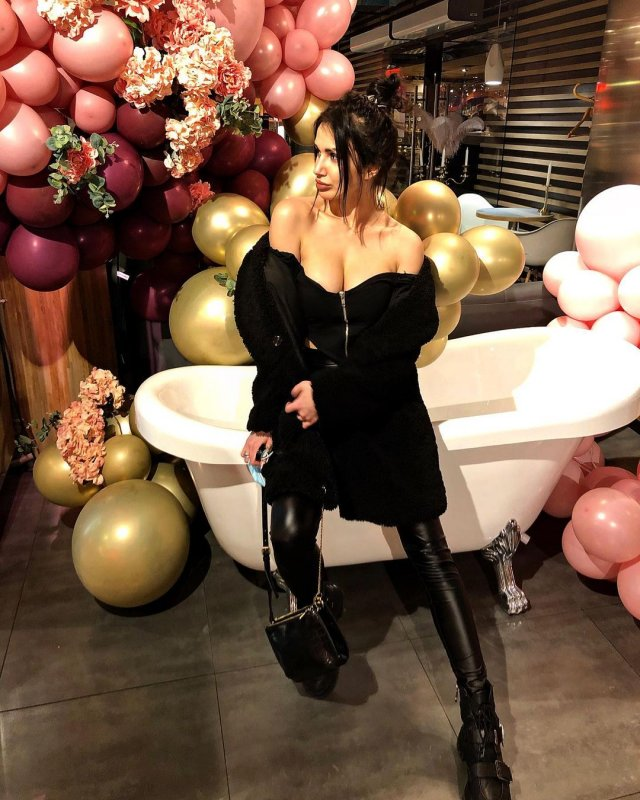 Яна Грабощук - киевлянка, оказавшаяся участницей «голой» фотосессии в Дубае в черном платье