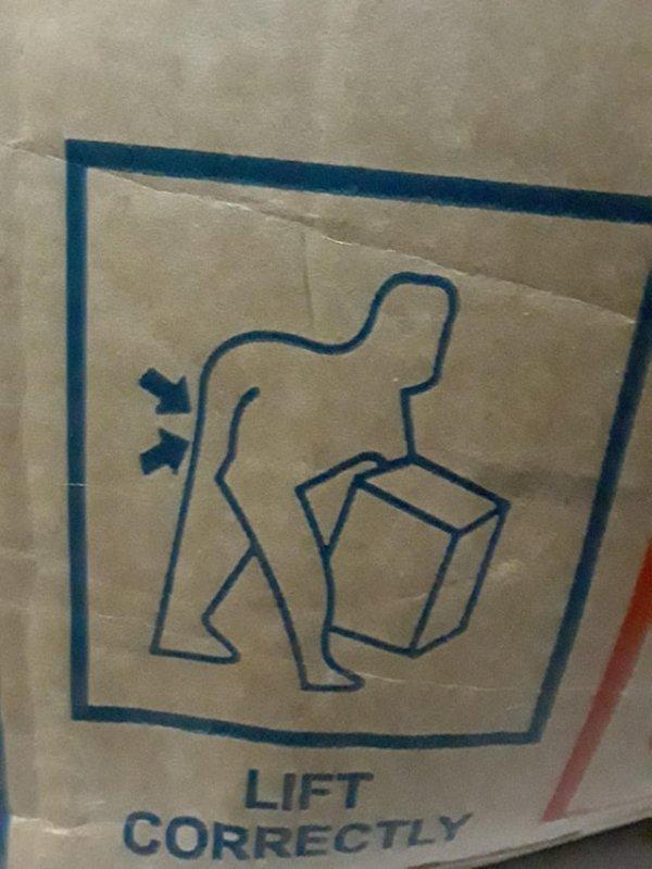 Инструкция показывает, как правильно поднимать коробку