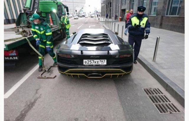 Настя Ивлеева за год заработала 199 штрафов на Lamborghini Aventador