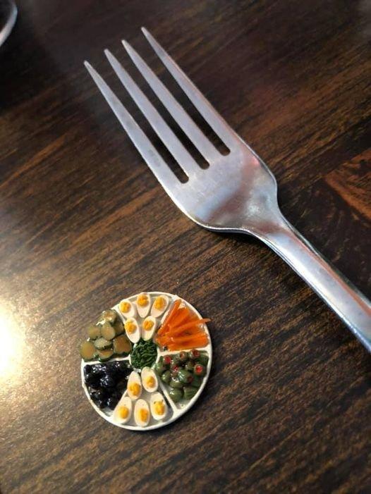 Миниатюрная тарелка с едой