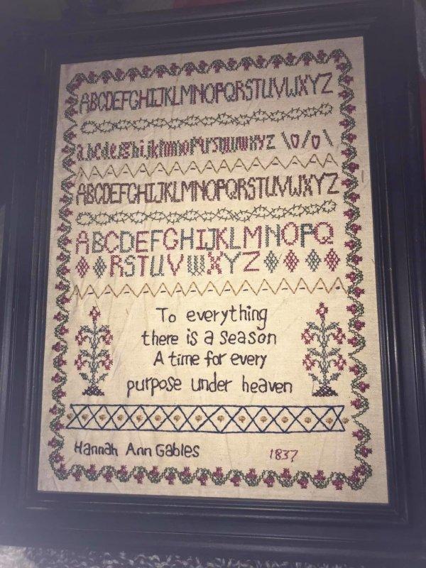 Вышивка, на которой стоит 1837 год
