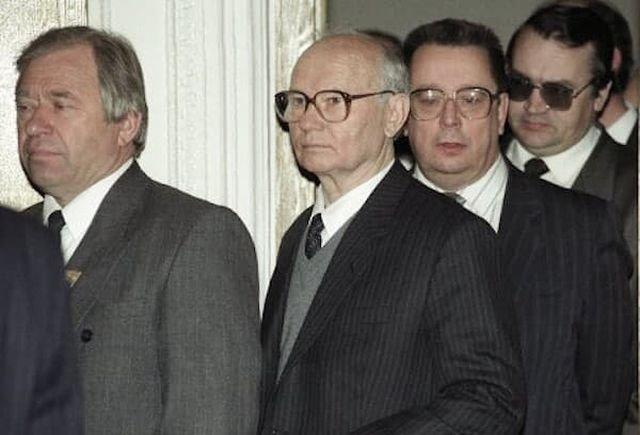 Из тюрьмы «Лефортово» освобождают амнистированных членов ГКЧП. 1994 год.
