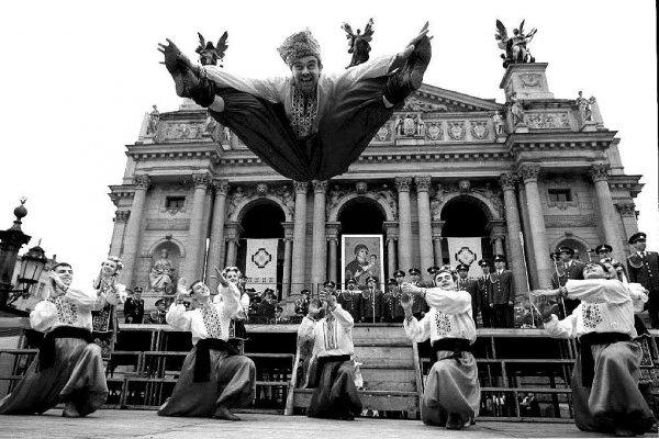 Украинцы отмечают вторую годовщину независимости Украины, Львов, сентябрь 1993 год.