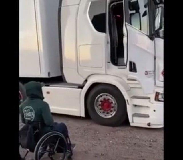 Необычные приспособление для дальнобойщиков-инвалидов