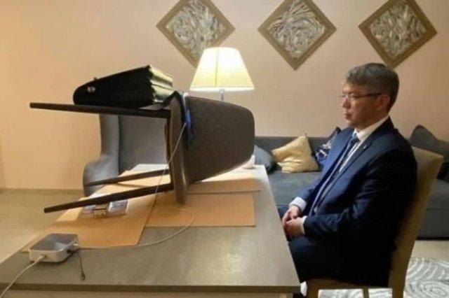 Фото дня: как глава Бурятии Алексей Цыденов вышел в эфир на совещание с Михаилом Мишустиным