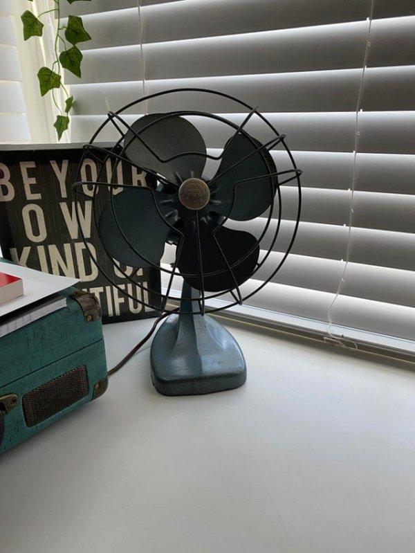Вентилятор, кажется, 1950-х годов, который я отремонтировал для своей девушки