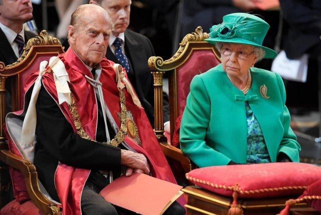 Умер муж королевы принц Филипп, ему было 99 лет