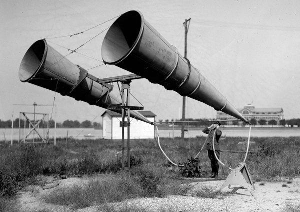 Подслушивающее устройство с двумя трубами, использовавшееся в 1921 году в США