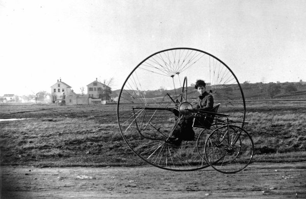 Необычный трёхколёсный велосипед, 1882 год