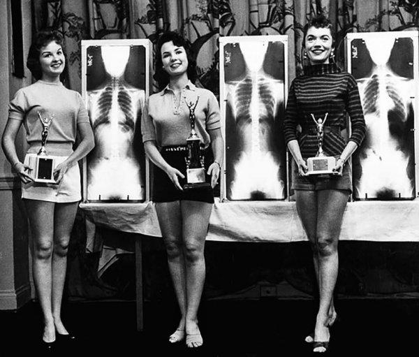 Победительницы соревнования «Мисс красивая осанка» 1956 года