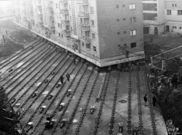 Жилой дом перевозят в другое место, Румыния, 1987 год