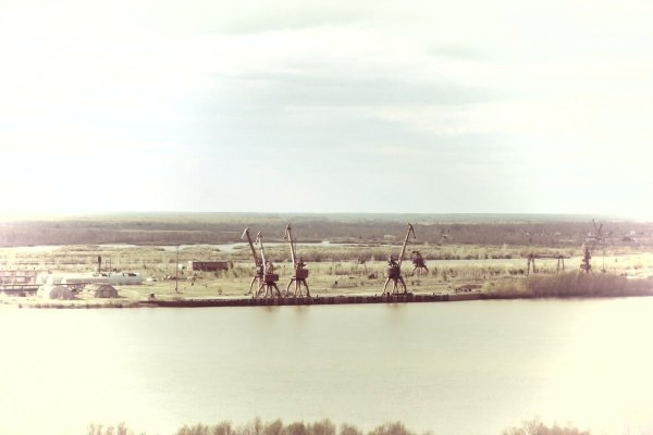 Портовые краны на водопое, река Иртыш, 1985 год