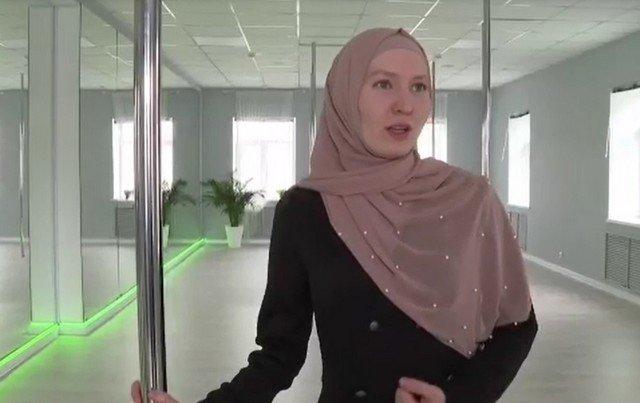 В Казани открыли первую в России школу по танцам на пилоне для мусульманок