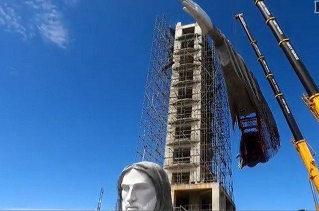 В бразильском городе Энкантадо строят статую Иисуса в 43 метра