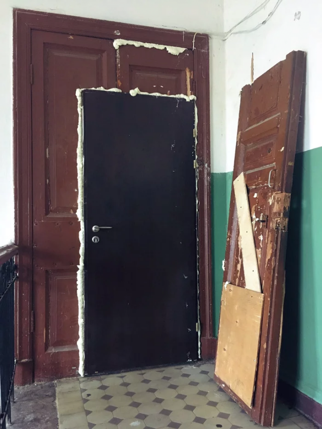 Когда решили поменять дверь