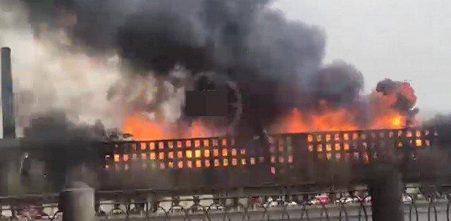 """В Петербурге горит здание фабрики """"Невская мануфактура"""""""