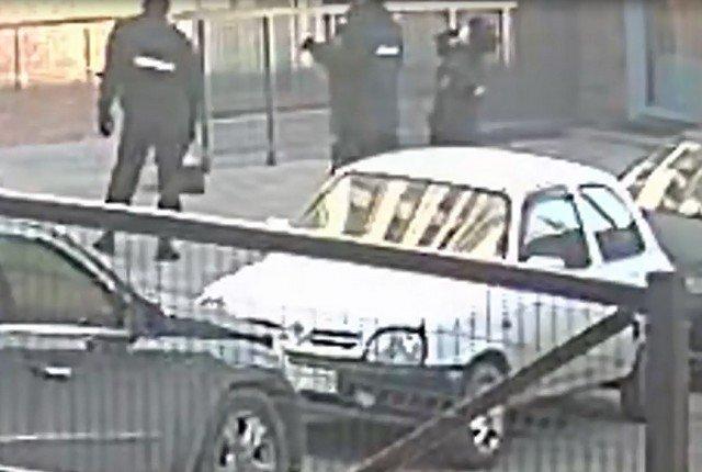 В Барнауле девушка выпрыгнула из окна квартиры, спасаясь от насильников: ее спасли полицейские