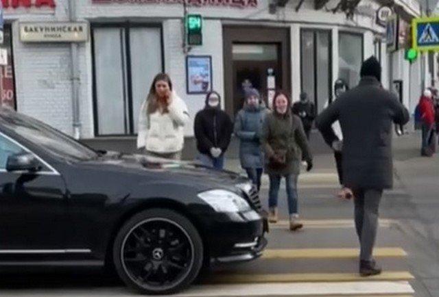 Потому что не надо злить пешехода