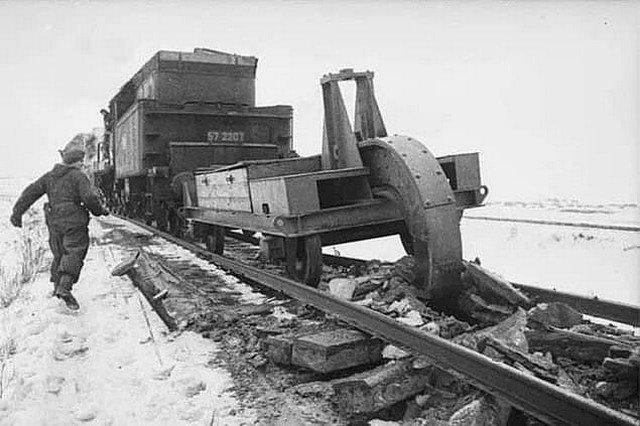 Schienenwolf — путевой разрушитель, используемый немцами во время отступления для разрушения советских железных дорог, 1945 г.